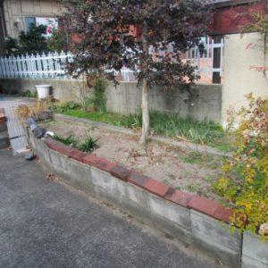 劣化してしまっている花壇のブロック